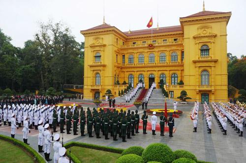 Hình ảnh Obama đến Việt Nam qua lăng kính quốc tế-13