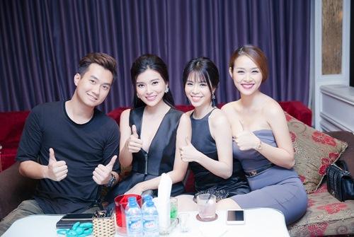 vang ban gai co truong, truong the vinh le bong di tiec - 9