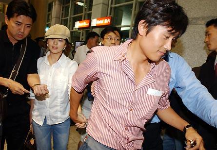 "song hye kyo co tinh ""tranh mat"" lee byung hun - 3"