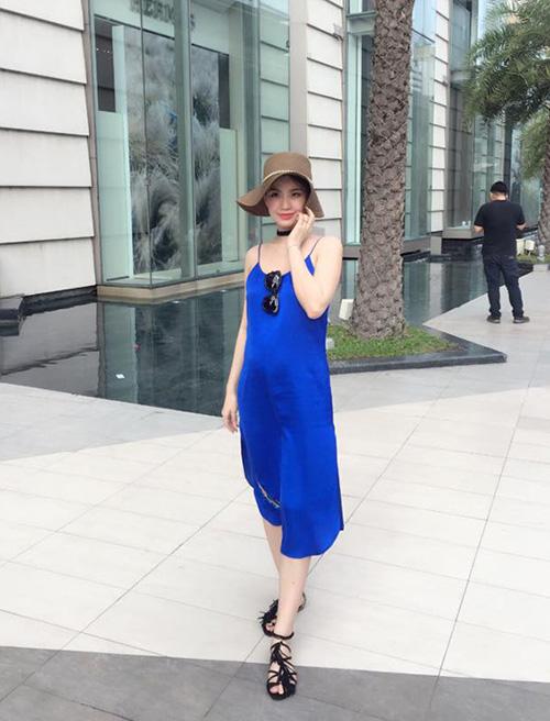 tuan qua: ngoc trinh, huong giang idol phong cach doi lap hut mat tren pho - 7