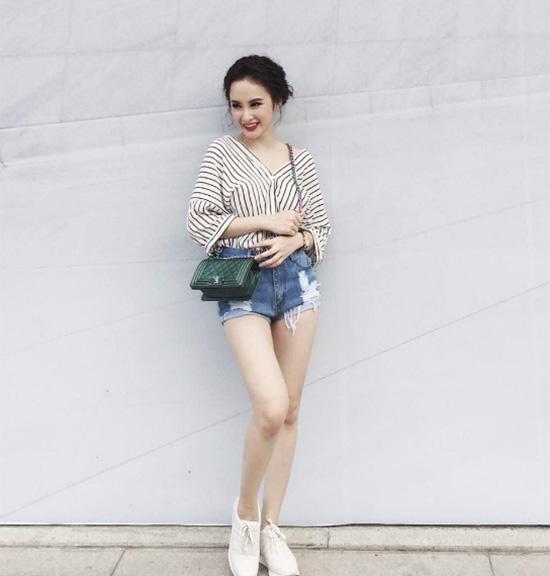 tuan qua: ngoc trinh, huong giang idol phong cach doi lap hut mat tren pho - 5