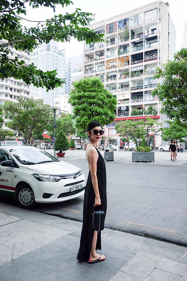 tuan qua: ngoc trinh, huong giang idol phong cach doi lap hut mat tren pho - 11