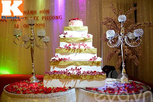 le thi phuong hanh phuc ngot ngao ben chong trong tiec cuoi - 21
