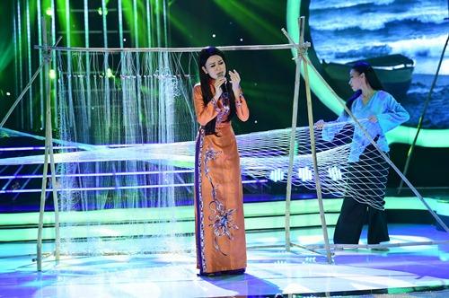 chang trai gia dong nhi nga song soai tren san khau gmtq - 16