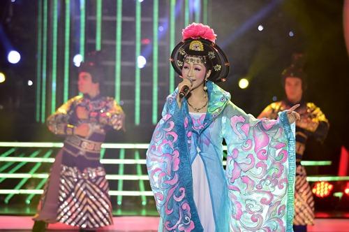 chang trai gia dong nhi nga song soai tren san khau gmtq - 11