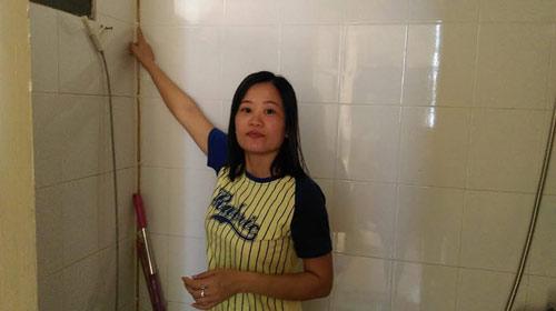 chung cu ha noi: toilet canh thang may, tang thuong thanh noi 'thac loan' - 3