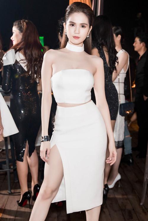 Ngọc Trinh đọ vẻ nóng bỏng với Hoa hậu Hàn Quốc-1