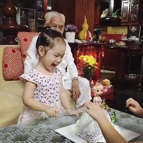 Con gái Lý Hải - Minh Hà cười khoái chí đón tuổi lên 3-3