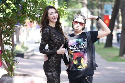 Khánh My mặc siêu gợi cảm đi ghi hình gameshow hài-11