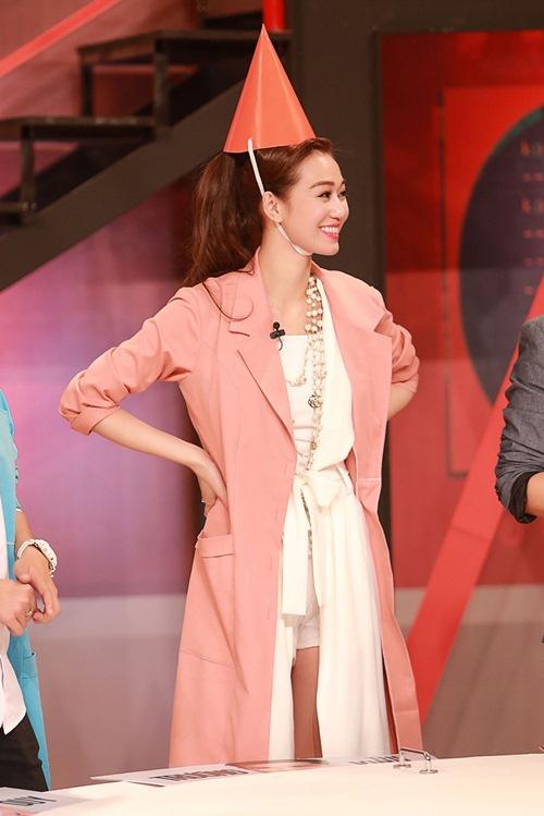 Khánh My mặc siêu gợi cảm đi ghi hình gameshow hài-13