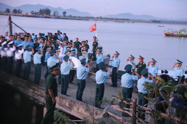 Đón thi thể Thượng tá Trần Quang Khải về với đất liền-2