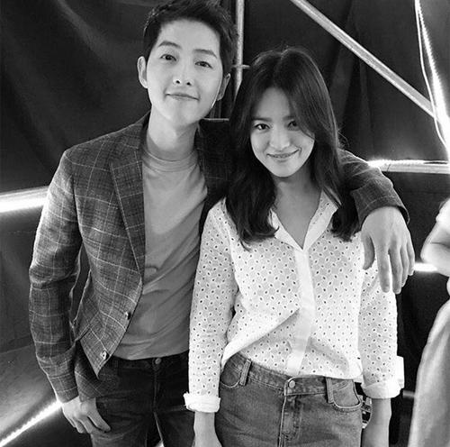 """Song Joong Ki và Song Hye Kyo """"tình trong như đã"""" tại fanmeeting-11"""
