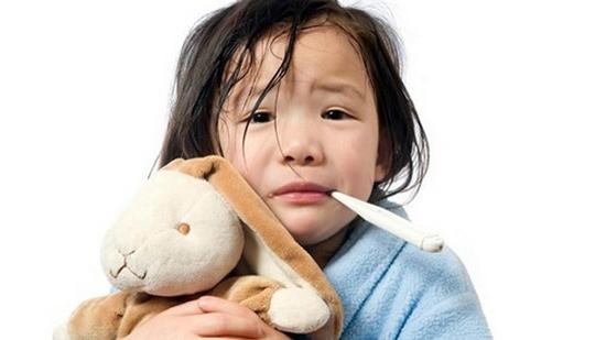 Con sốt, tổn thương não vì những sai lầm sau của cha mẹ-2