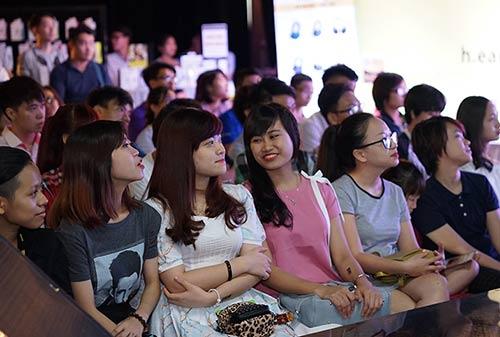 """Fan nữ Hà Nội lao lên sân khấu """"quậy"""" cùng Vũ Cát Tường-8"""