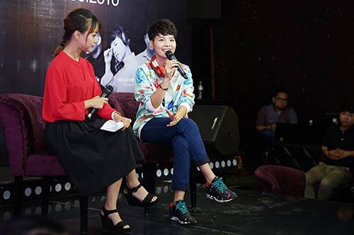 """Fan nữ Hà Nội lao lên sân khấu """"quậy"""" cùng Vũ Cát Tường-1"""