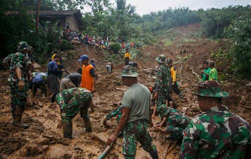 Lũ lụt, lở đất ở Indonesia, 31 người thiệt mạng-1