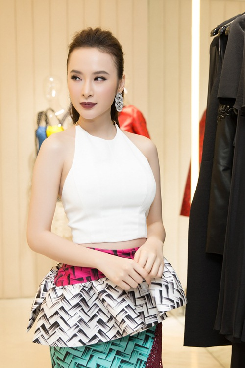 angela phuong trinh kin dao doi lap toc tien sexy tai su kien - 3