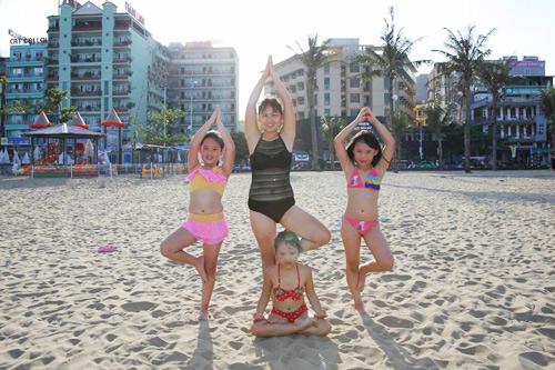 me viet so huu 2 co con gai gioi yoga khien nguoi lon cung than phuc - 9