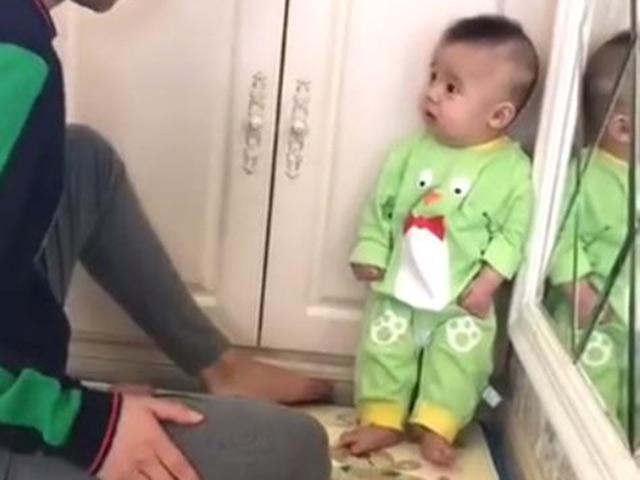 Dân mạng bấn loạn trước biểu cảm siêu đáng yêu của bé trai khi bị bố mắng