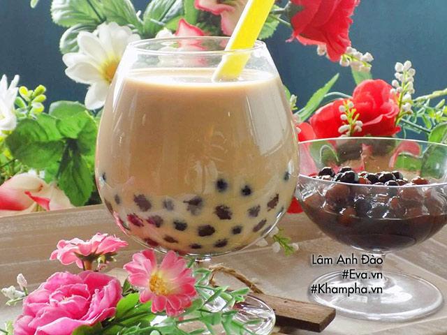Mẹ ra tay vài phút có ngay trà sữa trân châu làm từ bột sắn dây mát lịm ngày hè