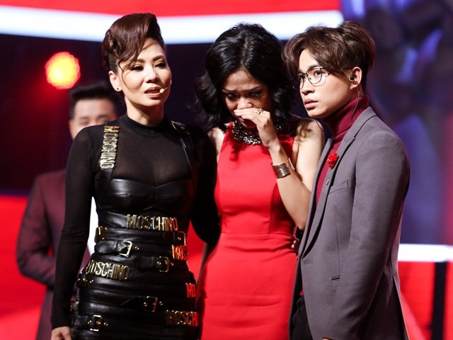 The Voice 2017: Thu Minh, Tóc Tiên, Noo tranh cãi gay gắt vì giọng ca phi giới tính
