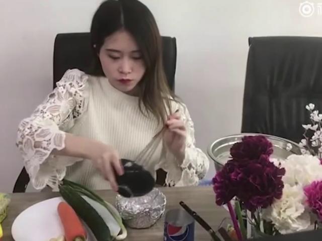 Tiết lộ lý do nàng Thánh ăn công sở xới tung văn phòng để nấu ăn