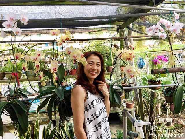 Đã mắt với vườn hoa lan hồ điệp ngập sắc của mẹ Việt ở trời Tây