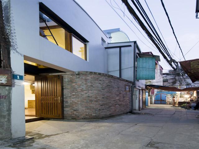 Căn nhà nổi tiếng vì kiểu cầu thang có như không chẳng giống ai ở Hà Nội