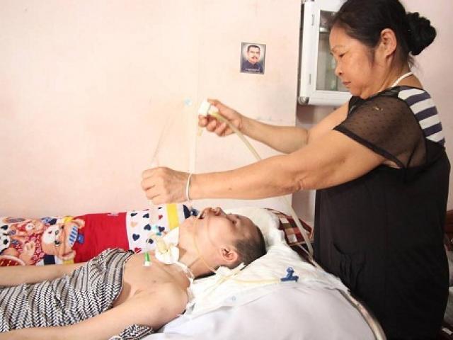 Sau một năm, người mẹ trẻ trong vụ nổ bom ở Hà Đông chỉ biết khóc mỗi khi con vào thăm