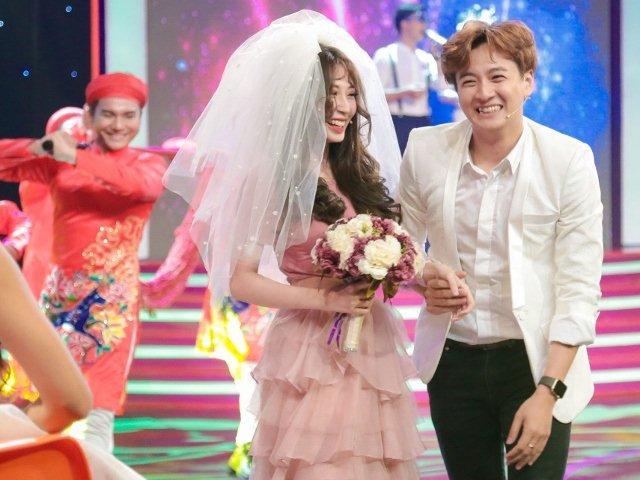 Cặp tình nhân Ngô Kiến Huy - Khổng Tú Quỳnh bất ngờ làm đám cưới trên sân khấu
