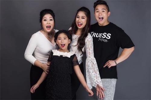 Nghẹn ngào tình cảm của chồng và 3 con dành cho NSND Hồng Vân
