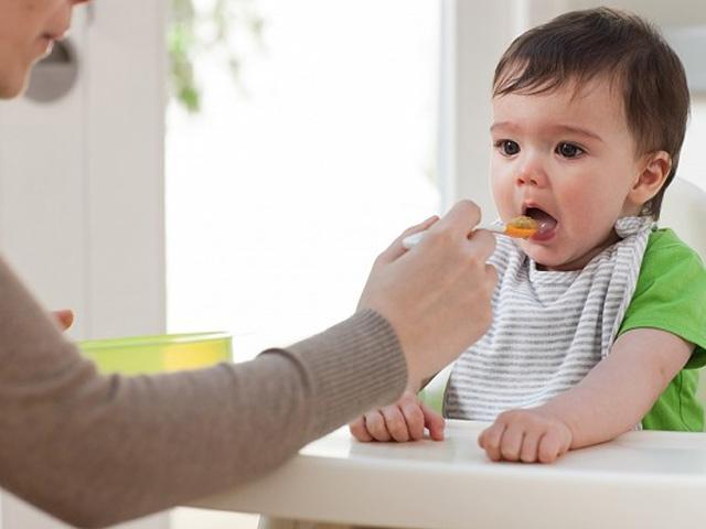 Khi trẻ ho có nên ăn tôm, thịt gà và những lưu ý vàng với cha mẹ