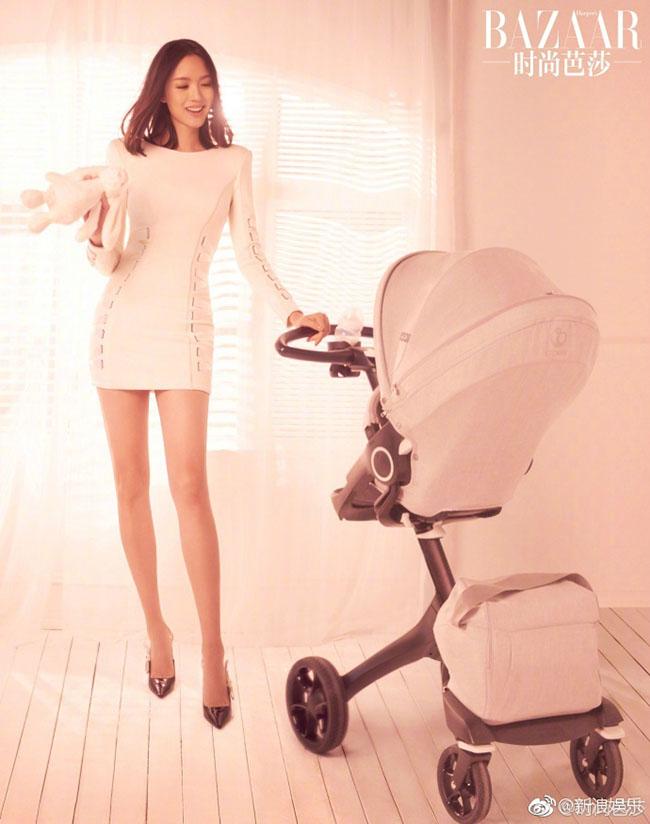 Đơn giản, dịu dàng mà vẫn đầy lôi cuốn, cựu Hoa hậu Thế giới Trương Tử Lâm khoe sức mạnh của bà mẹ bỉm sữa với concept ảnh đơn giản, thân thương.