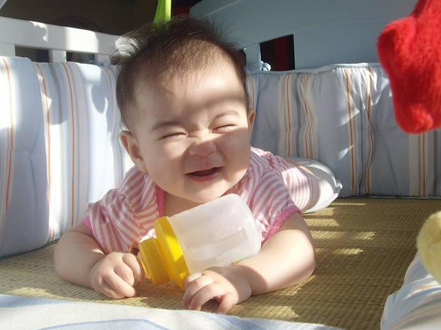 Chuyên gia chỉ cách tắm nắng cho trẻ sơ sinh giúp hấp thụ vitamin D mà không hại da