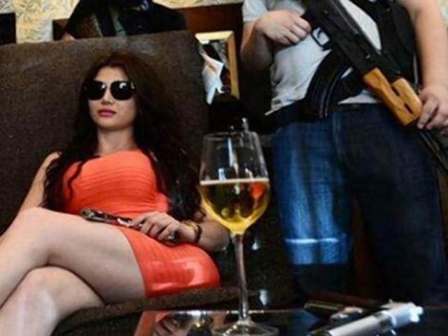 Cuộc sống thác loạn của bà trùm mafia sexy nhất thế giới