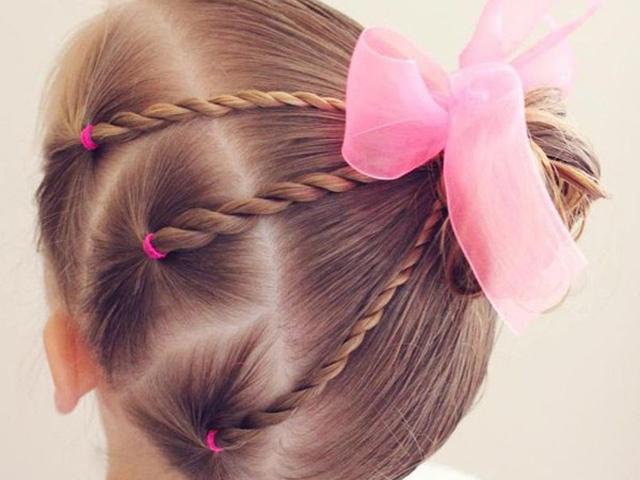 Trọn bộ 20 kiểu tóc mùa hè cho bé gái dễ thực hiện, bé vừa xinh lại vừa mát mẻ