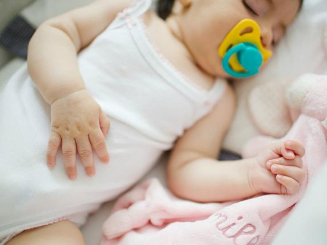 Bác sĩ chỉ cách xử lý đúng những triệu chứng thường gặp sau tiêm chủng cho bé