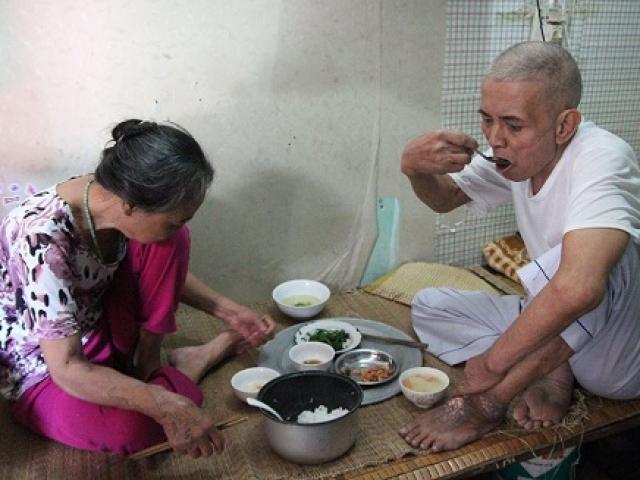 Lên Hà Nội chăm vợ suy thận nặng, chồng phát hiện mắc ung thư