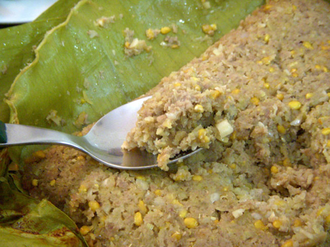 Mắm bò hóc  Miền Tây nước quanh năm nên phong phú các loại cá làm nguyên liệu mắm bò hóc, được người Khmer xem như đặc sản đãi khách quý. Mắm bò hóc pha ăn kèm với các loại rau, quả như khế, chuối chát, rau thơm, lá xoài non, đọt cóc hay cải sống, đậu ớt, dưa leo, cà rừng. Vừa gắp miếng rau củ, vừa gạt kèm miếng mắm bò hóc đậm đà ăn cơm ngày mưa là dấu ấn tuổi thơ của nhiều người. Vị beo béo, mặn mà, mùi hương riêng khác như cái tình của vùng đất này, giản đơn nhưng sâu nặng.