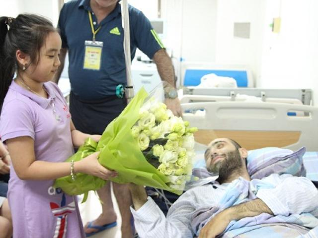 Cái kết bất ngờ với chàng trai Tây sang Việt Nam dạy học bị ung thư máu