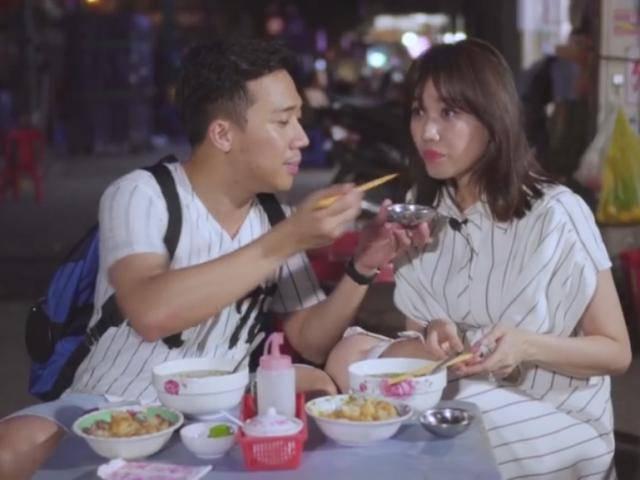 Trấn Thành ra tay dúi đầu Hari Won vì nết ăn uống ... chẳng giống ai