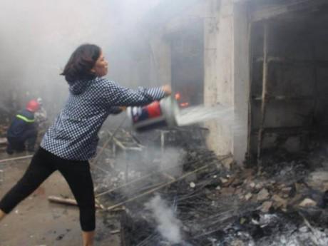 Thực hư cảnh sát PCCC có mặt chậm cả tiếng vụ cháy chợ Quang?