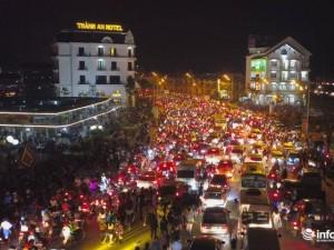 Hình ảnh tắc nghẽn kinh hoàng tại Tam Đảo trong lễ hội hoa đăng Tây Thiên