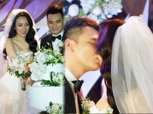Khắc Việt hôn vợ đắm đuối, hát ca khúc do chính mình sáng tác mở đầu buổi tiệc