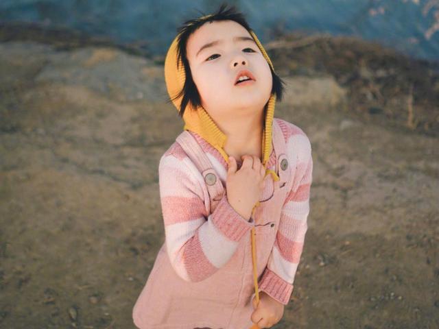 Cô bé thánh ăn ngày nào giờ còn chụp ảnh thần sầu chẳng kém mẫu nhí