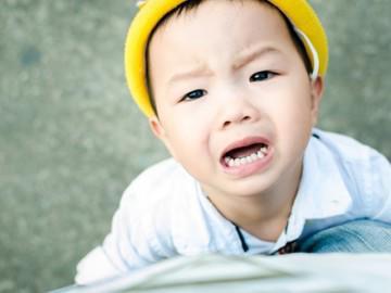 """3 bước """"điều khiển não bộ"""" trẻ bướng bỉnh, ăn vạ trở nên ngoan tức thì"""