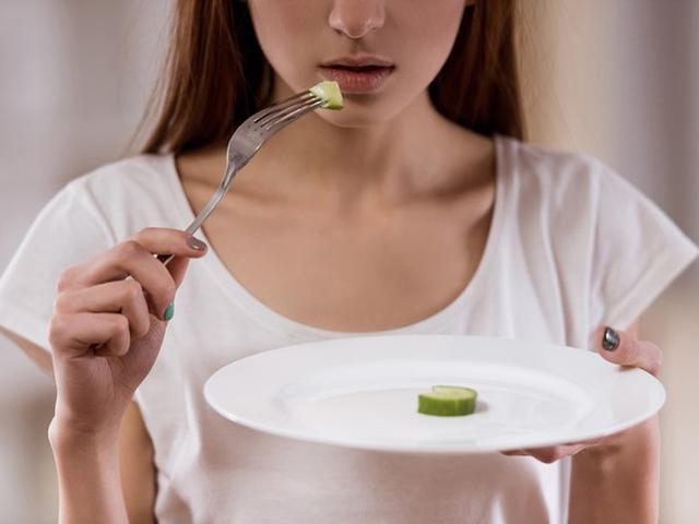 5 kiểu ăn uống tai hại của chị em phụ nữ dễ rước bệnh vào người