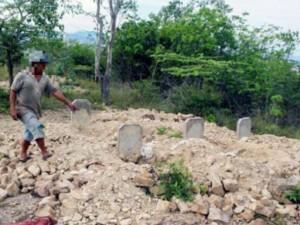 Tin mới vụ 'trấn yểm' mộ bằng quần lót ở Huế: Nghi can đang bị bệnh rất nặng
