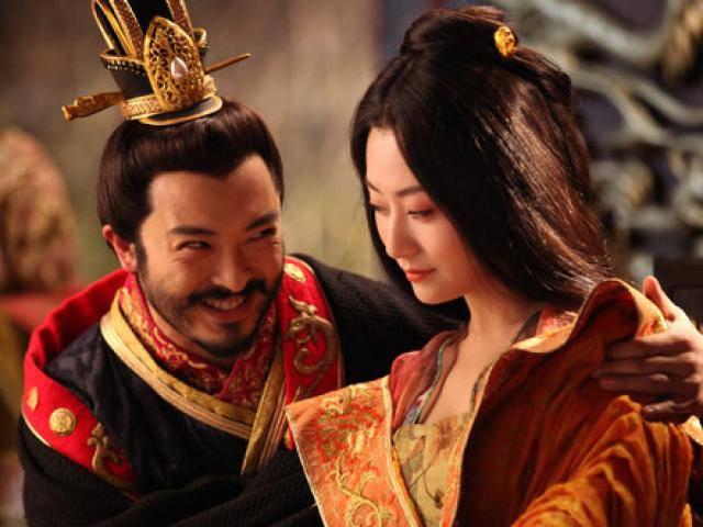 Hãi hùng vị hoàng đế không từ thủ đoạn với con để lấy lòng mỹ nhân