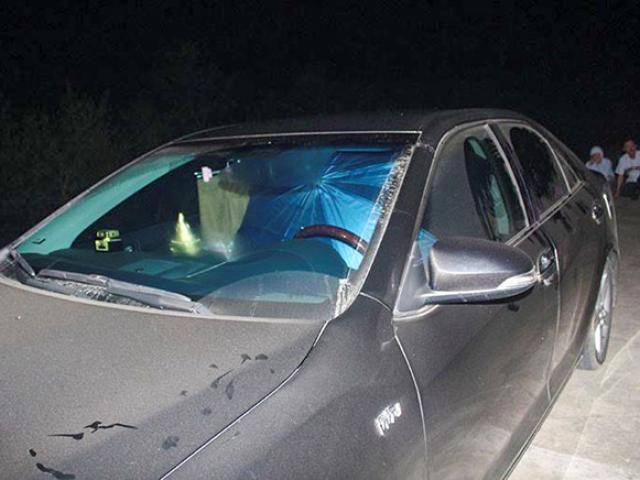 Tin tức 24h: Nữ phó phòng cố thủ trong xe với hàng xóm, bị chồng bắt quả tang
